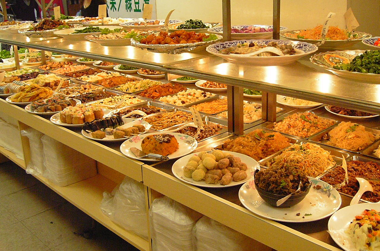Don't let the abundant spread at a buffet ruin your diet plan