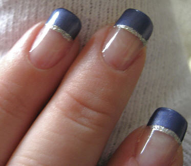 french-manicure-blue-tip