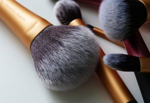 Fluffy powder brushes