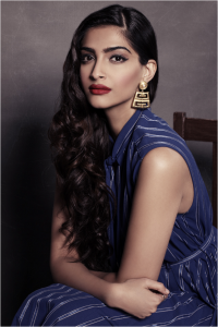 Accentuate your best features to highlight them, just like Sonam Kapoor here!