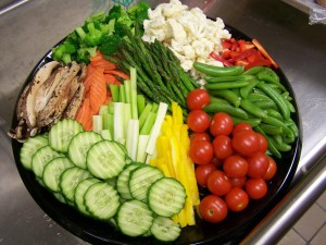 Edible raw vegetables may lose their nutrients when cooked, so eat them raw and healthy