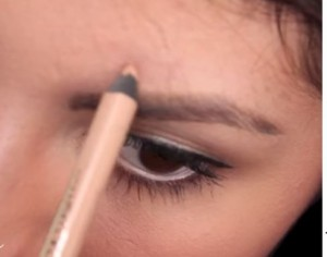 You may also use a nude liner as a concealer for tiny blemishes