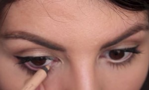 Apply your nude eyeliner in the waterline to immediately brighten up your eyes!