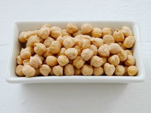 Chickpeas are a good source of protein and provide nourishment to the hair