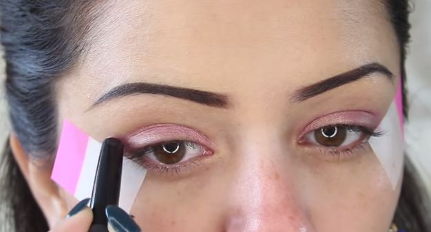 It helps to stick a cello-tape along the lower lash line if you want precision