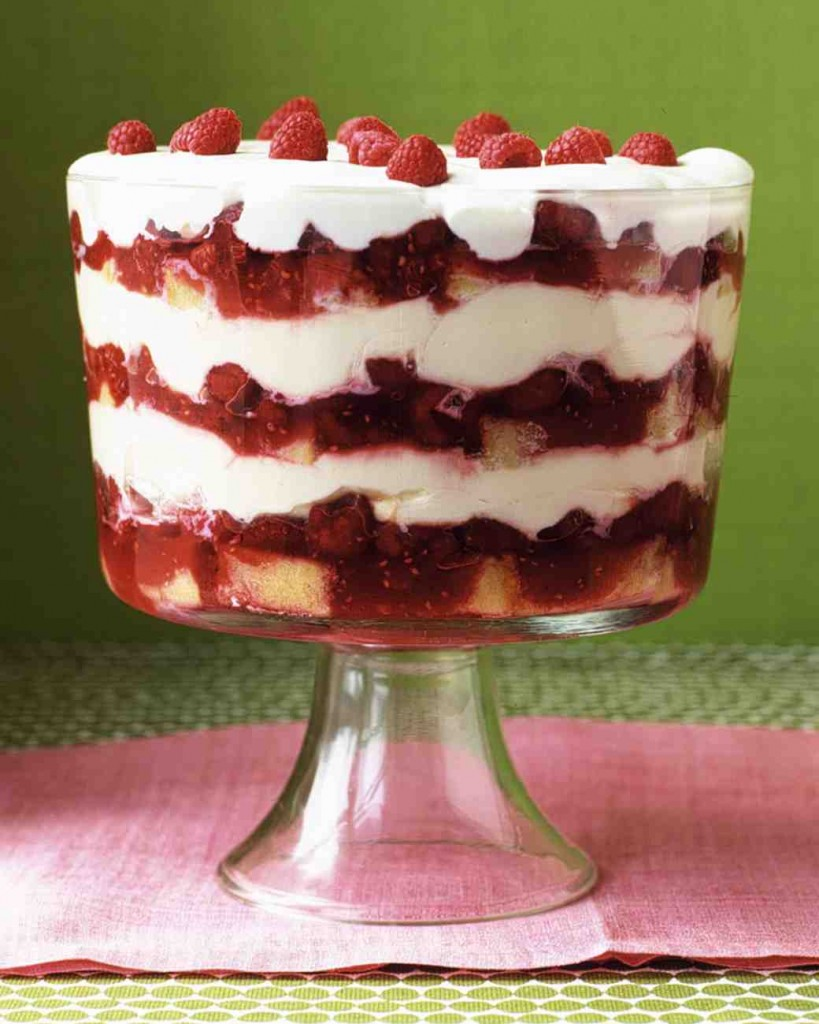 Give your regular trifle a berry merry twist! Make this raspberry trifle this Christmas!