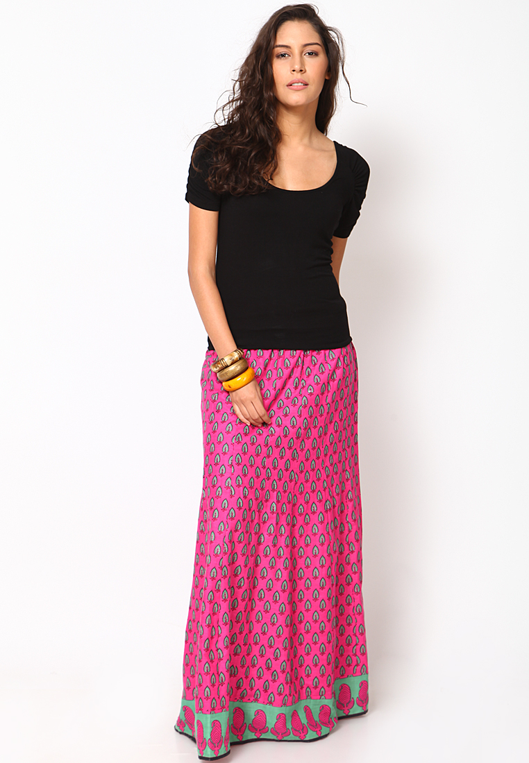 4046983b58 Tips On How To Wear A Long Skirt For Your Body Type