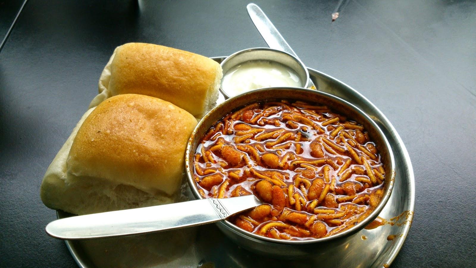 Homemade version of mumbais favorite street foods the brunette missal pav homemade recipe street food forumfinder Image collections