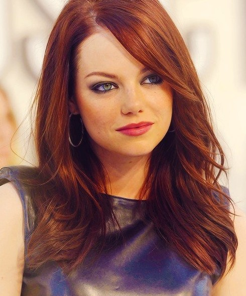 highlights in coppery tones and beachy blondes look great on auburn hair like Emma Stone's, highlights and lowlights,