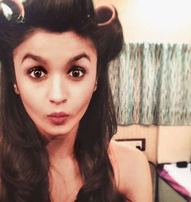 Bollywood's pouting queen Alia Bhatt is really good with selfies