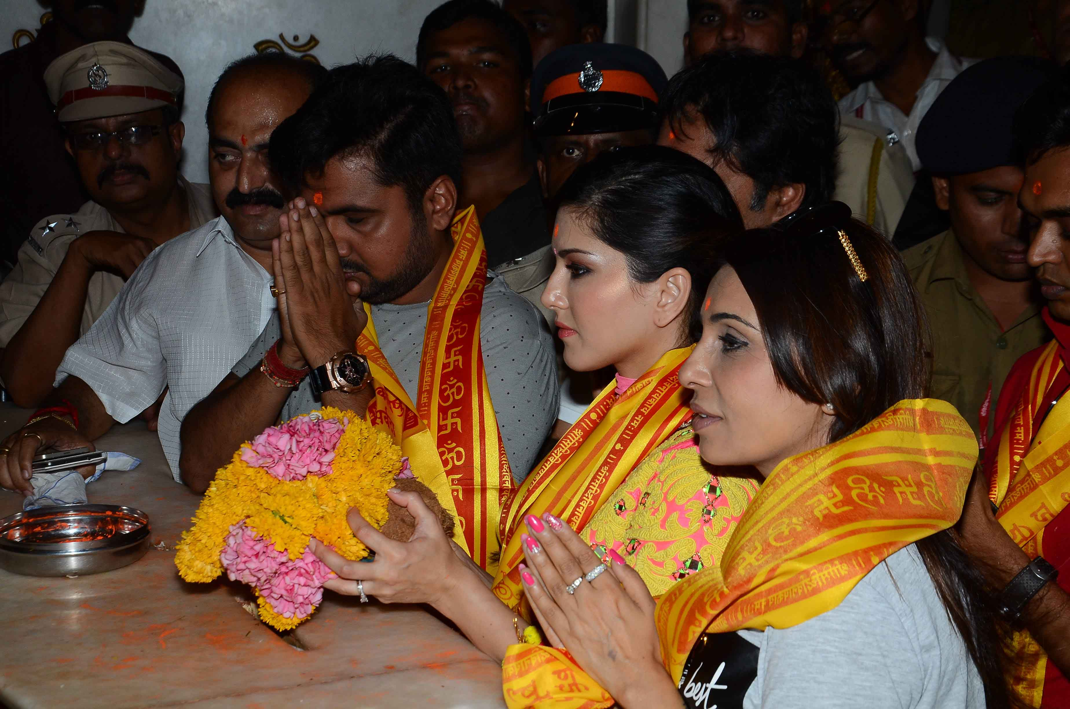 Sunny Leone who has a sex symbol image visited the famous Siddhivinayak temple dressed more modestly than most filmstars
