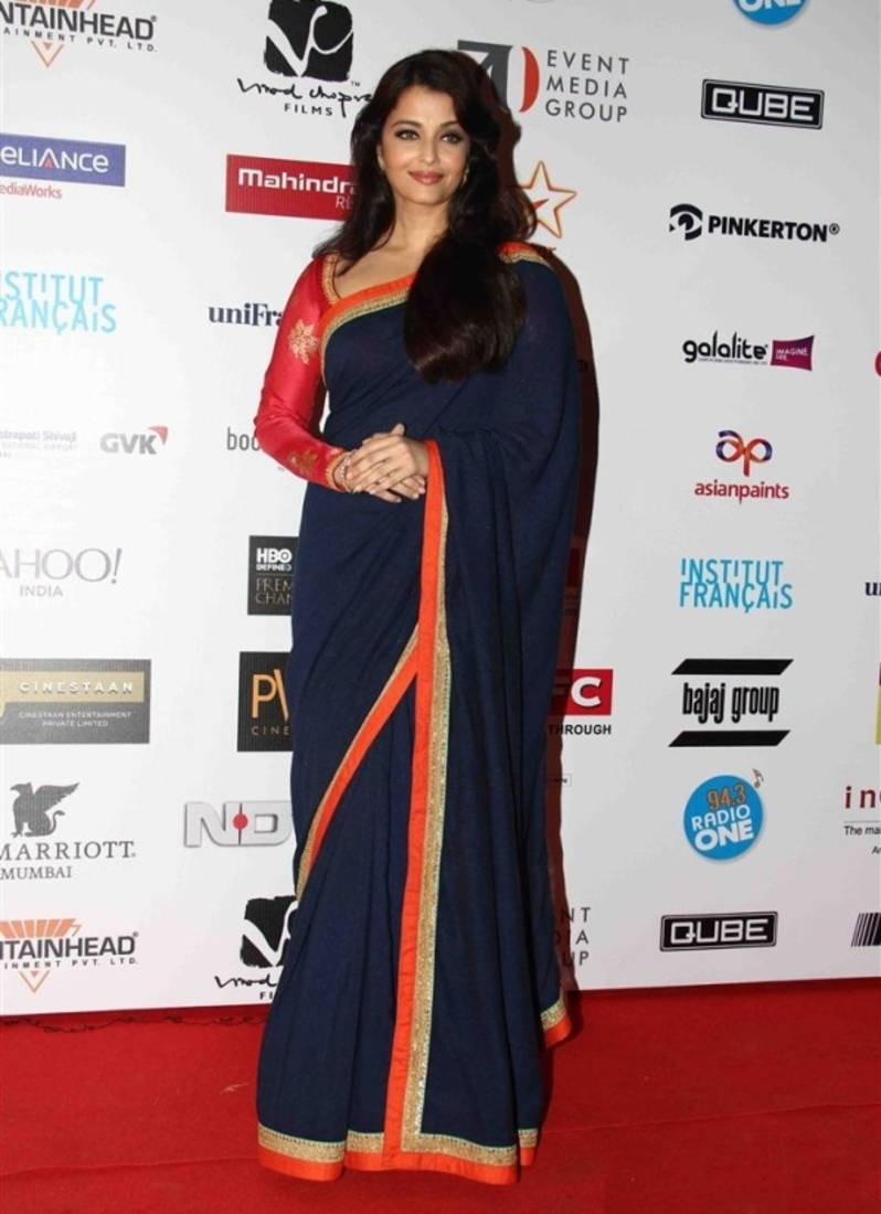 Look classy like Aishwarya Rai by wearing a saree with sober borders